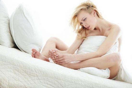 женщина на постели