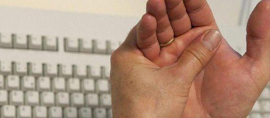 Рука и клавиатура