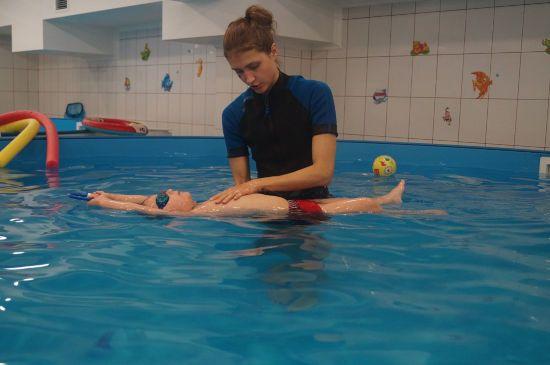 ЛФК с ребенком в воде