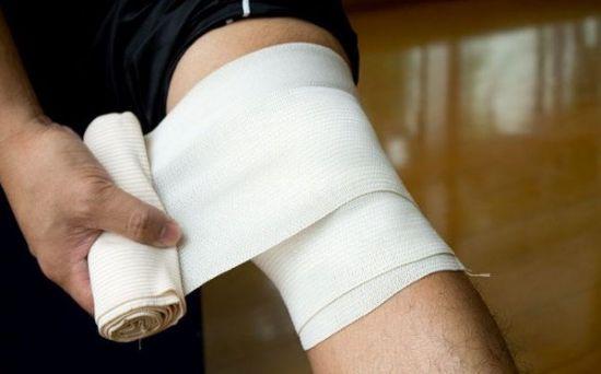 Наложение эластичного бинта на ногу