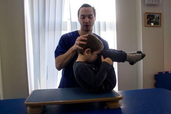 Занятия гимнастикой с ребенком