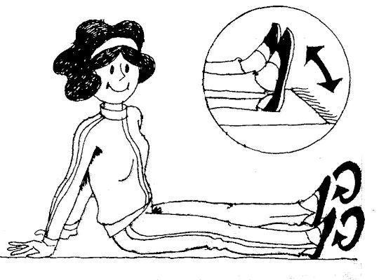 Женщина делает гимнастику стоп
