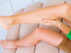 Тянет заднюю поверхность бедра правой ноги